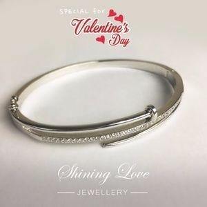 BIG SALE Sterling silver with zircon ston bracelet